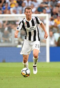 Stephan Lichsteiner of Juventus in action during the Serie A match between Juventus and Cagliari Calcio at Allianz Stadium on August 19, 2017 in Turin, Italy.