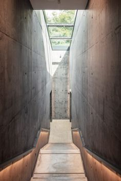 Inside Snøhetta's extension, two gallery spaces serve as a continuation of Hadid's special exhibition space, and extend its dark concrete materiality palette. Zaha Hadid Design, Stair Handrail, Renzo Piano, Deciduous Trees, Exhibition Space, Steel Structure, Neoclassical, Skylight, Amazing Architecture