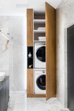 Waschmaschine und Trockner optimal unterbringen? Ein selbst konfigurierter #Waschmaschinenschrank bietet die Chance beides und mehr zu verstauen. Große Aussparungen im Schrank gestatten Platz für Waschmaschine und Trockner. Nutzen Sie die Nische im Bad oder im Hauswirtschaftsraum die ganze Wand für den Schrank nach Maß. Eine vielfältige Ausstattung schafft Stauraum & Ordnung! Sie können ganz einfach mit unserem Konfigurator planen - ganz nach Ihren Vorstellungen. Möbel nach Maß - einfach… Modern Laundry Rooms, Laundry Room Layouts, Laundry Room Remodel, Laundry Room Organization, Laundry In Bathroom, Small Bathroom, Bathroom Layout, Small Laundry, Laundry Room Design