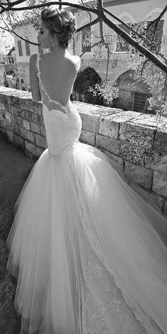 2015年のウェディングドレストレンド「カットアウト&シアーデザイン」Top #Wedding Dress Trends for 2015 - Cut Outs and Sheer Panels