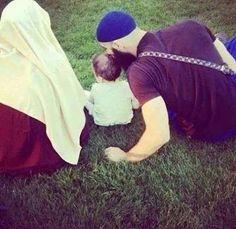 Обеспечение семьи и детей является поклонением: «За все, что ты тратишь, желая Лика Аллаха, ты получишь награду, и даже за то, чем ты накормишь свою супругу». (Хадис согласован).  #islam #islamkingdom #ислам #поклонение #Аллах #хадис