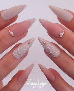 Fancy Nails, Pink Nails, Pretty Nails, Diamond Nail Designs, Diamond Nails, Nails Design With Diamonds, French Stiletto Nails, Bridal Nails Designs, Gucci Nails