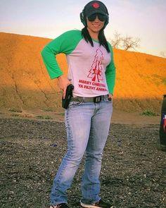 cute guns for women Guns And Roses, Shooting Gear, Cool Guns, Guns And Ammo, Shotguns, Firearms, Hand Guns, Sexy Dresses, Hot Girls