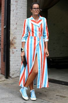 Here are the top 20 street style looks from new york fashion week. Nyfw Street Style, Street Style Summer, Cool Street Fashion, Street Style Looks, Street Chic, Summer Chic, Raincoats For Women, European Fashion, Fashion Pictures