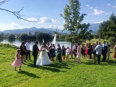 Heiraten am See Oststeiermark . . . #FlaschCity #partydecorideas #partydresses #hochzeitsdekorationen #veranstaltungen #bräutigam #hochzeitskleider #schmuckanhänger #familienzeit❤️ #veranstaltungsplanung #hochzeitsdekoverleih #veranstaltungsagentur #hochzeitamsee #HeiratenDraußen #HeiratenimFreien #HeiratenimWald #Heiraten #austria #Steiermark #Obersteiermark #Oststeiermark #brautpaarshooting #brautschmuck #familiestogether #hochzeitamsee #Hochzeitsideen #HochzeitamSee #HochzeitDraußen
