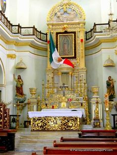 religion & nationalism :: Bandera de Mejico en la capilla de La Virgen de Guadalupe (Fuente: http://www.puertovallarta.net/gallery/index.php) #vallarta #puertovallarta #mexico #jalisco #church