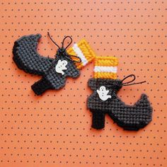 Plastic Canvas: Spooky Boo-tique -- Fashion Witch Boot Magnets (set of by ReadySetSewbyEvie on Etsy Plastic Canvas Ornaments, Plastic Canvas Crafts, Plastic Canvas Patterns, Christmas Gift Baskets, Christmas Crafts For Gifts, Halloween Canvas, Halloween Crafts, Minecraft Crochet, Witch Boots