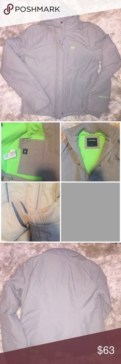 •A&F• Gray/Neon Winter Coat Size medium. Smoke free home. Excellent condition - no stains/tears. Small amount of wear around the arm cuffs (see pics). Inside is neon green.   •Light Gray/Neon Green •NO hood •Front zip pockets  •Inside tech pocket  •Zipper front closure with snap buttons as well •Outside zip chest pocket   Great winter coat!  No trades/holds Abercrombie & Fitch Jackets & Coats