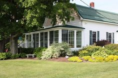 Lakefront 7 Br Charming Farmhouse - VRBO