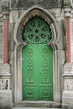 Beautiful green door in Istanbul, Turkey Grand Entrance, Entrance Doors, Doorway, Les Doors, Windows And Doors, Cool Doors, Unique Doors, Door Knockers, Door Knobs