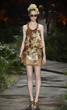 The clothes were equally wacky, the most successful being the dresses composed of hundreds of geometric pieces of wood veneer. Fraga picked up the headpieces in New York. Fashion Gallery, Fashion Art, Fashion News, Latest Fashion, Ronaldo Fraga, Research Images, Ethical Fashion, Headpiece, Shirt Designs