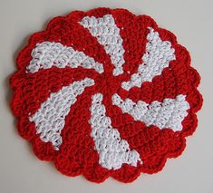 Explore Lallee's photos on Flickr. Lallee has uploaded 4494 photos to Flickr. Crochet Christmas Gifts, Christmas Crochet Patterns, Holiday Crochet, Crochet Gifts, Free Crochet, Crochet Potholder Patterns, Crochet Coaster Pattern, Crochet Dishcloths, Crochet Doilies