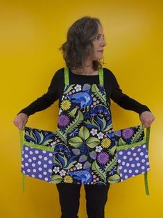 great apron and of course jane sassaman fabric :)No directions found but a great idea. Sewing Aprons, Sewing Clothes, Diy Clothes, Apron Sewing Patterns, Dress Patterns, Easy Apron Pattern, Retro Apron Patterns, Vintage Apron Pattern, Clothes Patterns