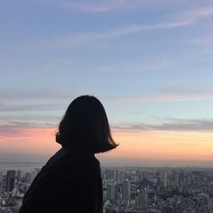 girl, sky, and sunset image Korean Aesthetic, Aesthetic Photo, Aesthetic Girl, Aesthetic Pictures, Tumblr Photography, Photography Poses, Shadow Photos, Jolie Photo, Girl Short Hair