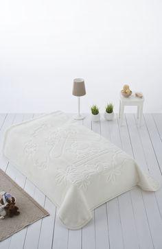 Todo lo que necesitan los más peques con colores sutiles y divertidos personajes. #blanket #textil #baby #home #kids #decor #bedroom
