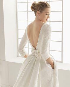 DUCADO traje de novia en brocado de seda con adorno de vainica.