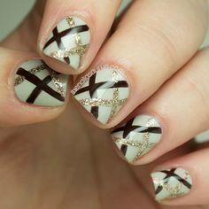 Nail art gold and black