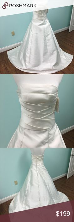 Venus wedding dress ivory size 10 Beautiful Venus Pallas Anthea wedding gown size 10 in Ivory. Stunning! This is a store sample and may have a little dust on the hem. No trades. Feel free and ask questions. Venus Bridal Dresses Wedding