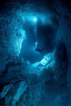 Mysterious underwater cave!