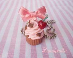 colar cupcake cherry