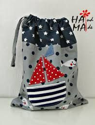 ♥ Hama Workshop ♥: Taschen für Trainingskleidung - My CMS Sewing For Kids, Baby Sewing, Diy For Kids, Fabric Crafts, Sewing Crafts, Sewing Projects, Sacs Tote Bags, February Baby, Toddler Busy Bags