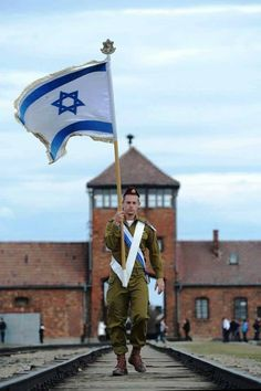 "IDF soldier marches with Israeli flag through Auschwitz-Birkenau. ((I needed to place this pin on my Board ""Pictures In History WWII"", its stunning! Evil did not win in the end. The war was not for naught. Bless Israel and her people! Disney Marvel, Arte Judaica, Naher Osten, Israeli Flag, Religion, Jewish History, Israel History, Remembrance Day, Holy Land"