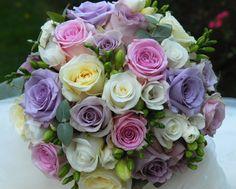 Svatební kytice v pastelových tónech