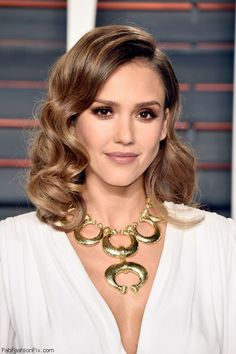 Gorgeous Jessica Alba wearing David Webb necklace at the 2016 Vanity Fair Oscar After-Party. #jessicaalba