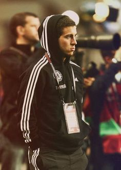 Eden Michael Hazard is a Belgian professional footballer who plays for English club Chelsea and th. Chelsea Fc, Club Chelsea, Chelsea Football, Chelsea Blue, Belgium National Football Team, National Football Teams, Ronaldo, Thorgan Hazard, Eden Hazard Chelsea