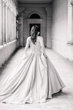 Amazing Bride in Berlin Sanssouci Park - Destination Photography -  Säulen - Wedding Photographer Elif Tuna - Fine Art Wedding