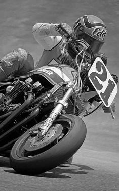 The whole history of motorcycling in pics, until the Moto GP arrival. Flat Track Racing, Road Racing, Motorcycle Racers, Racing Motorcycles, Grand Prix, Eddie Lawson, Kawasaki Bikes, Drag Bike, Xjr