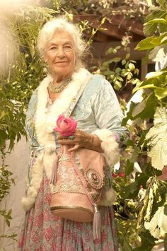 she looks nicer than those advanced fashion broads. Wise Women, Old Women, Beautiful Old Woman, Beautiful People, Advanced Style, Aged To Perfection, Young At Heart, Ageless Beauty, Aging Gracefully