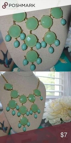 Green and turquoise statement necklace Green and turquoises beaded statement necklace Jewelry Necklaces