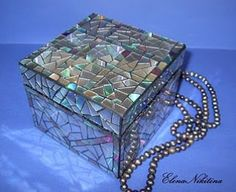 Amazing mosaic box reusing old CD's. Another good idea is to reuse old CD's into a mosaic bracelet. (YouTube channel link in bio for instructions on how to do this.)