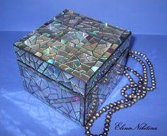 Amazing mosaic box reusing old CD's!