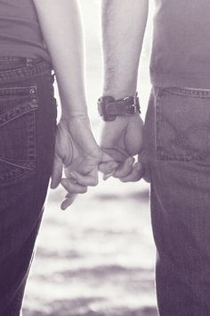 Pinky promise. Love this sweet pose idea!