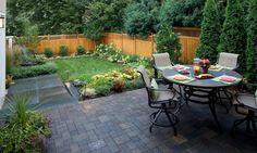 Kleine Gärten - Eine Idee mit Terrasse, Rasenfläche und Pflanzen