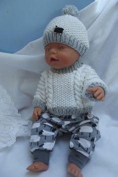 """Oblečky pro panenky - \""""Stádo a černá ovečka\"""" Doll Toys, Baby Dolls, Preemie Clothes, Baby Born, Knitted Dolls, Stuffed Toys Patterns, American Girl, Doll Clothes, Crochet Hats"""