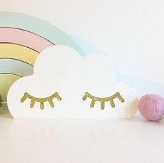 Kinderzimmer Dekoration, Wolke mit goldenen Augen, 11 x 6 cm, aus Holz, handmade in Schweden, von Pixistuff