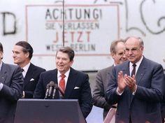 Um dos personagens da influência americana sobre a Berlim Ocidental, o então presidente americano Ronald Reagan comemora o 750º aniversário da capital alemã em visita à cidade em junho de 1987   Foto: AFP