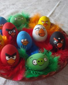 Birds of a feather flock together -- especially when they're this incensed! Thanks to Radmila Curcic for sharing her convincing Easter egg rendition of Angry Birds.