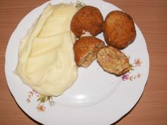 CUKETOVÉ KARBANÁTKY Mashed Potatoes, Zucchini, Dairy, Food And Drink, Cheese, Vegetables, Ethnic Recipes, Whipped Potatoes, Smash Potatoes