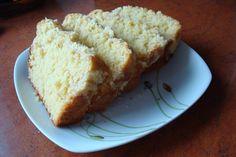 """Tekst jest archiwalny i pochodzi z materiałów z naszej byłej domeny: www.mlodywschod.pl Drożdżówka. Prawdopodobnie właśnie tym ciastem przez najbliższy czas będzie częstowana moja rodzina i znajomi. Teraz na hasło """"zrobiłam ciasto"""" będą krzyczeć """"drożdżówka?"""", a nie"""