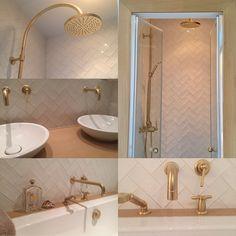 Blanc et or pour cette salle de bain douce et chic signée maraisdecoration.