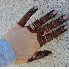 Beautiful Easy Finger Mehndi Designs Styles contains the elegant casual and formal henna patterns to try for daily routines, eid, events, weddingsSimple but coolest. Floral Henna Designs, Finger Henna Designs, Modern Mehndi Designs, Mehndi Designs For Beginners, Wedding Mehndi Designs, Mehndi Designs For Fingers, Dulhan Mehndi Designs, Latest Mehndi Designs, Fingers Design