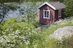 (via At Söderlångvik manor Cabins And Cottages, Country Cottages, Norwegian Wood, Vintage Cabin, Tiny House Cabin, Small House Plans, Little Houses, House In The Woods, My Dream Home