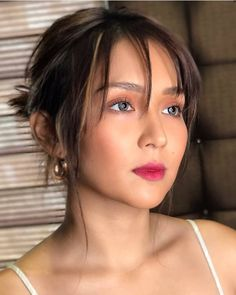 Graduation should be celebrated as the day of success, a long and challenging process. Filipina Makeup, Filipina Actress, Filipina Beauty, Kathryn Bernardo Hairstyle, Kathryn Bernardo Outfits, Js Prom Gown Style, Graduation Makeup, Hairstyles Haircuts, Female Hairstyles