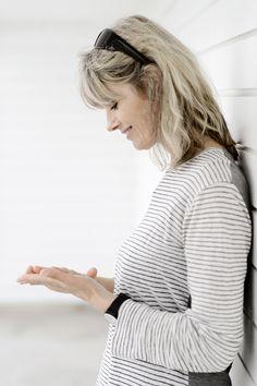 Elsebeth Egholm (f. 1960) er født og opvokset i Aarhus. Efter en årrække på Det jyske Musikkonservatorium tog hun uddannelsen som journalist og blev herefter ansat på bl.a. Berlingske Tidende. Egholm debuterede i 1999 med De frie kvinders klub og har siden udgivet en række bøger. Første bind om Dicte Svendsen Skjulte fejl og mangler udkom i 2001, og Kød og blod er den 8. bog i serien.