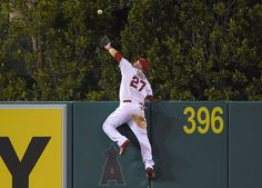 Topps turns Mike Trout's wall-climbing catch into baseball card | Big League Stew - Yahoo Sports