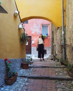 "Elena sanoo Instagramissa: ""Quartiere del Carmine, Genova #tv_living"" Amalfi Italy, Cinque Terre, Tv, Television Set, Television"